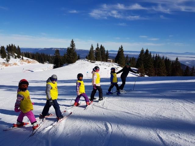 skola skijanja za djecu na jahorni
